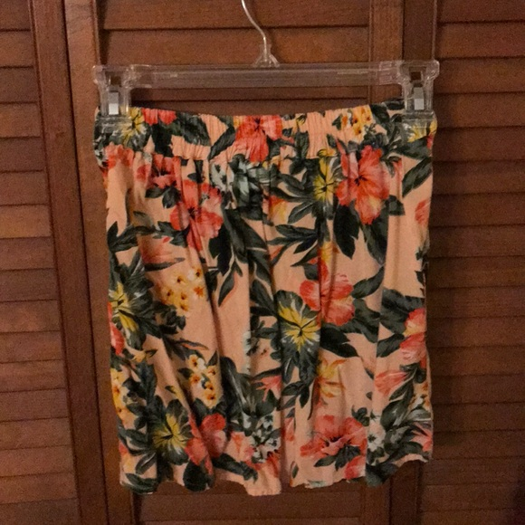 Bar III Dresses & Skirts - Bar lll Floral Skirt With Pockets Size XS